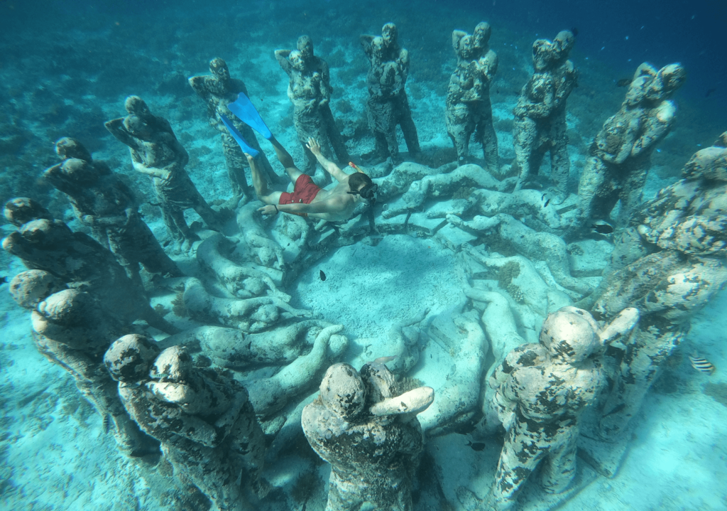 Статуи на островах Гили - фото сверху
