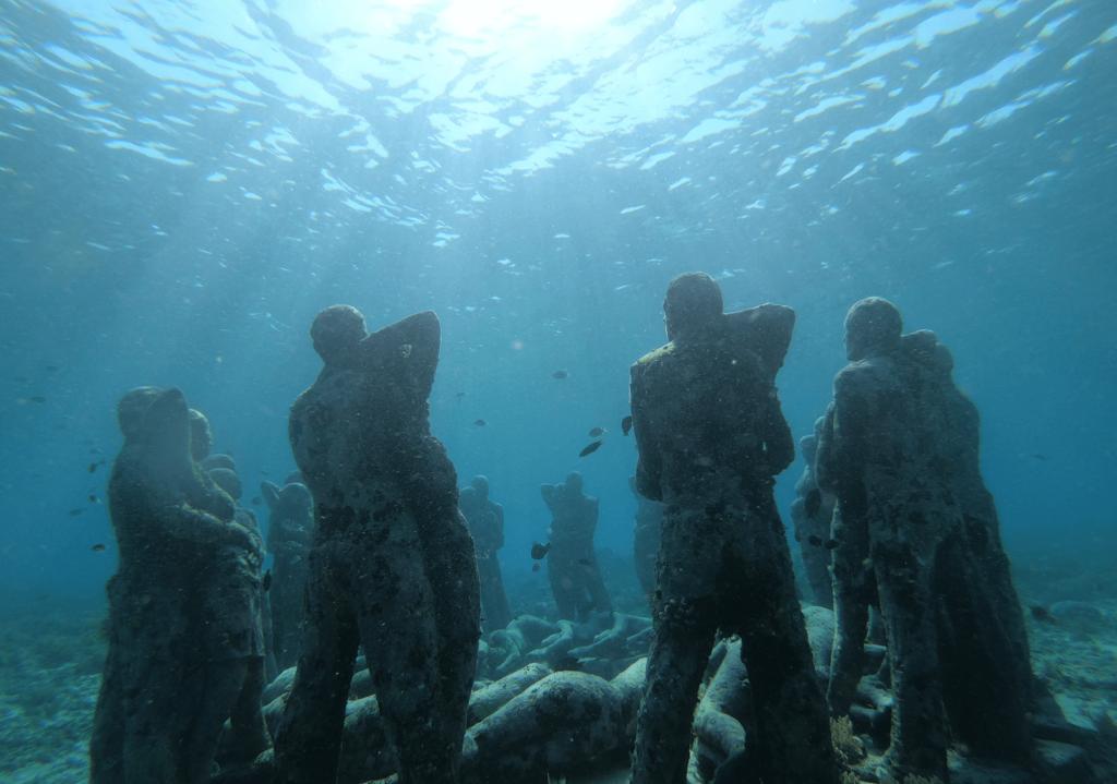 Статуи на островах Гили - фото снизу